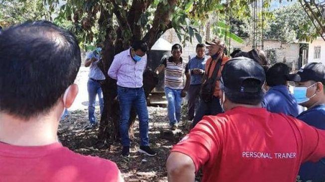 Warga Ikat Wali Kota di Pohon karena Tak Tepai Janji Kampanye