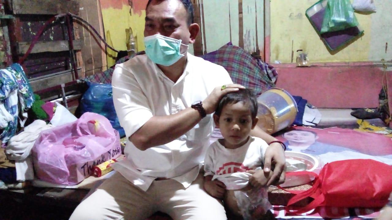 Ditinggal Ayah dan Hidup Memprihatinkan, Bocah 3 Tahun Ini Juga Melawan Sakit di Tubuhnya