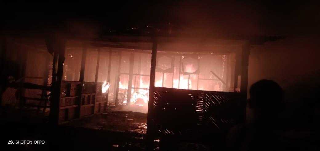 Rumah Semi Permanen Terbakar di Belawan
