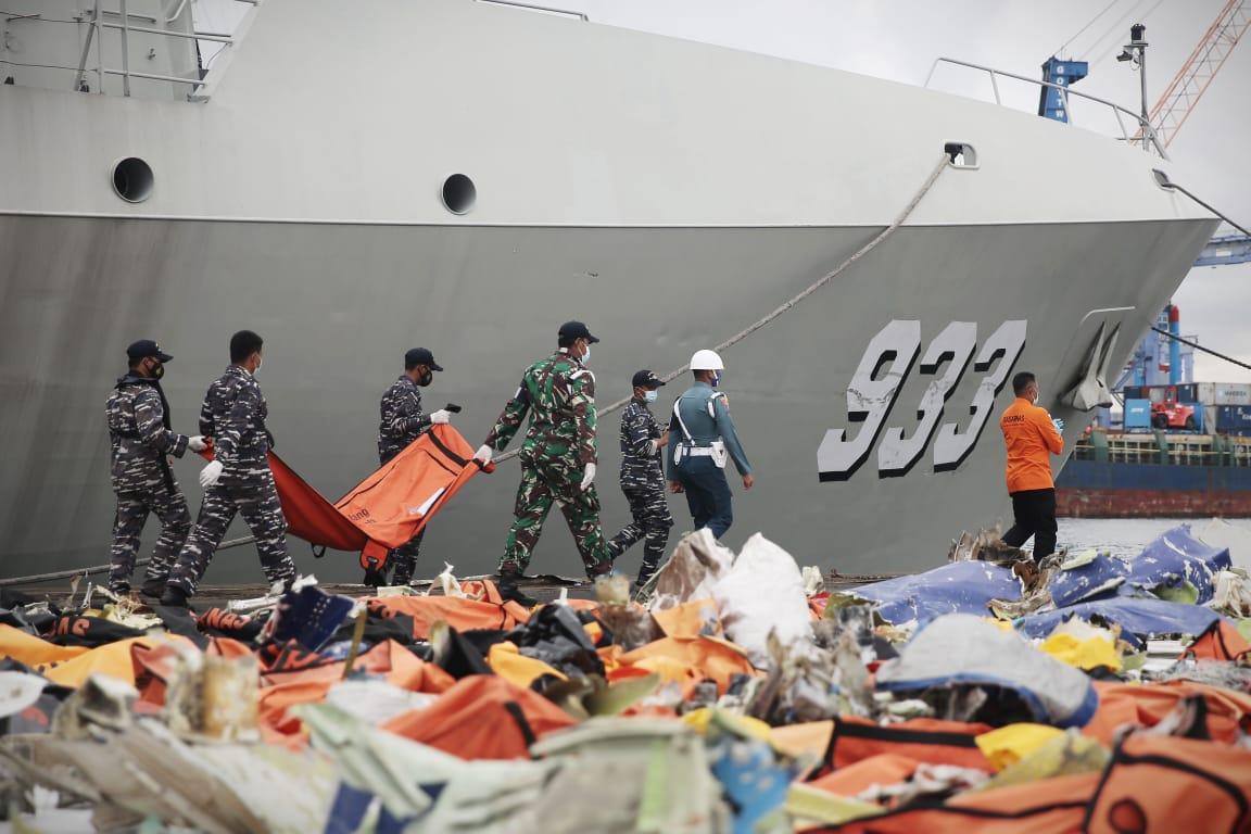 Basarnas Perpanjang Operasi SAR SJ 182, TNI AL Dukung Penuh Kerahkan KRI dan Penyelam