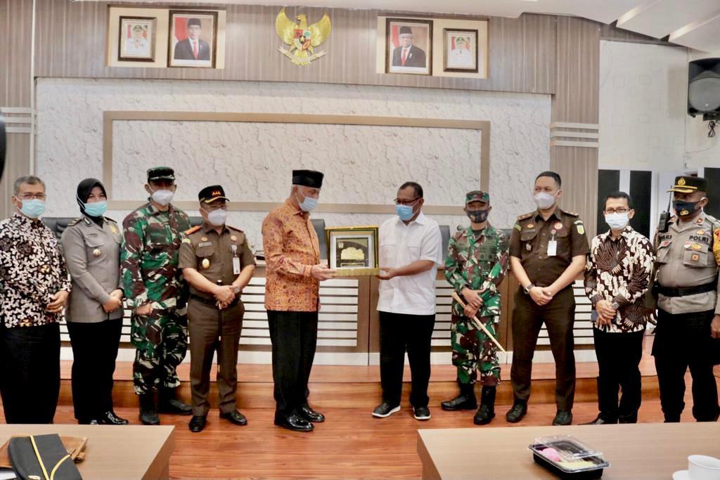 Dikunjungi Wali Kota Padang, Pemko Medan Akui Terus Berupaya Pulihkan Perekonomian