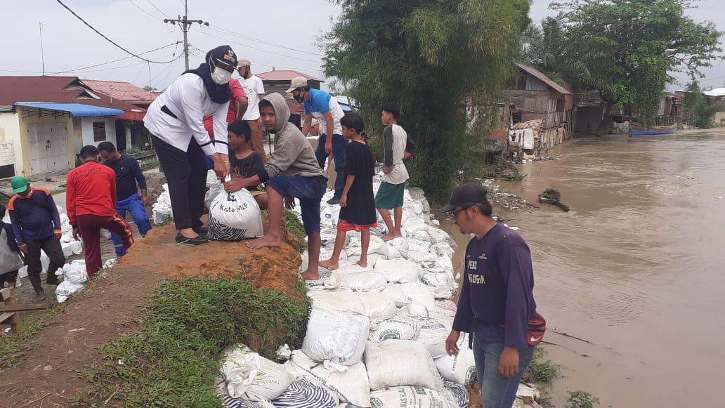 Benteng Jebol Diterjang Air, Empat Rumah di Bantaran Sungai Deli Hancur