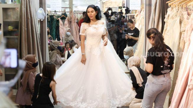 Fitting Baju Pengantin, Vicky dan Kalina Nikah Pekan Depan