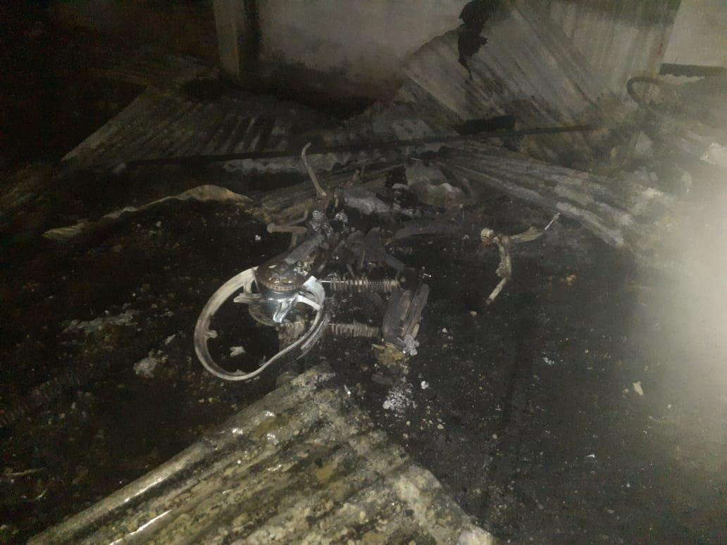 Gudang Springbed Terbakar, Empat Kendaraan Ikut Terbakar
